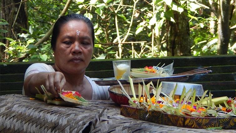 flowers-offering-bali