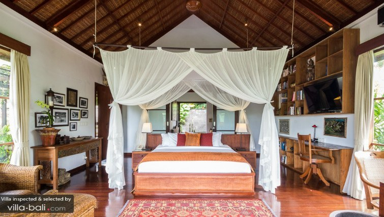 Four posted bed, a traditional Bali villa