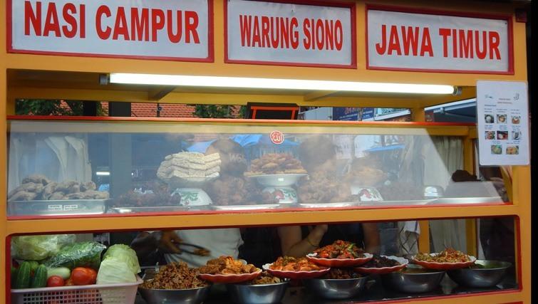 Food stall nigh market Shindu