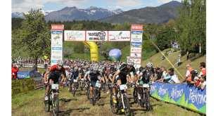 mountain-bike-e-mele-a-braccetto-in-val-di-non-jpg
