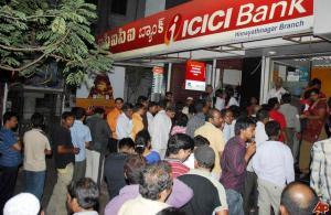 indians-queuing