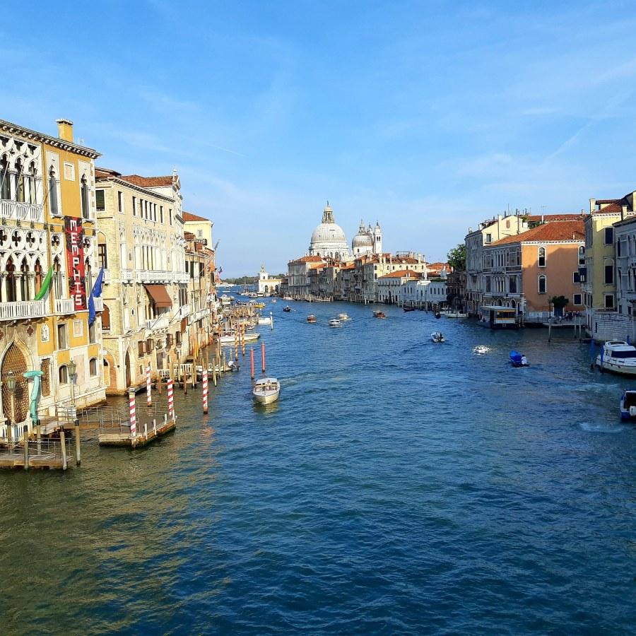 Uitzicht vanaf Academia Brug Venetië