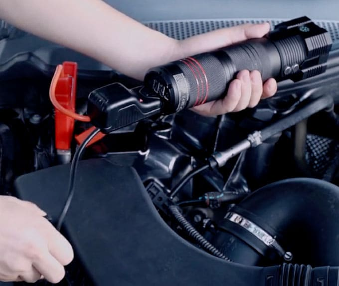 CarAIDE: jump starter with emergency tools