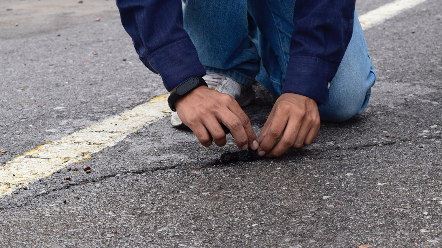 Pavement made of recycled tires self-repairs every time it rains