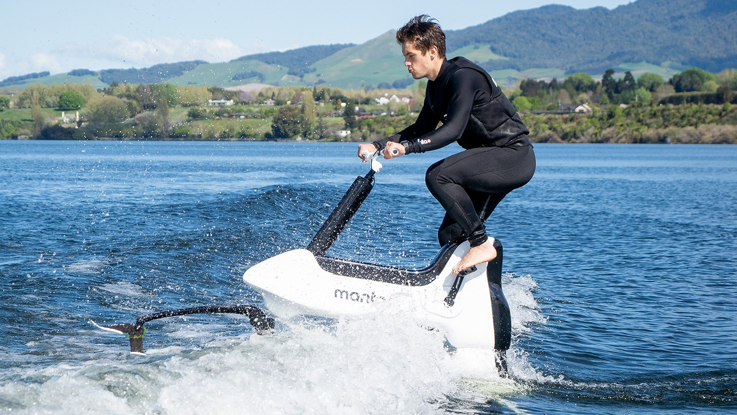 Manta5 Hydrofoiler XE-1, an electric bike to ride on the water