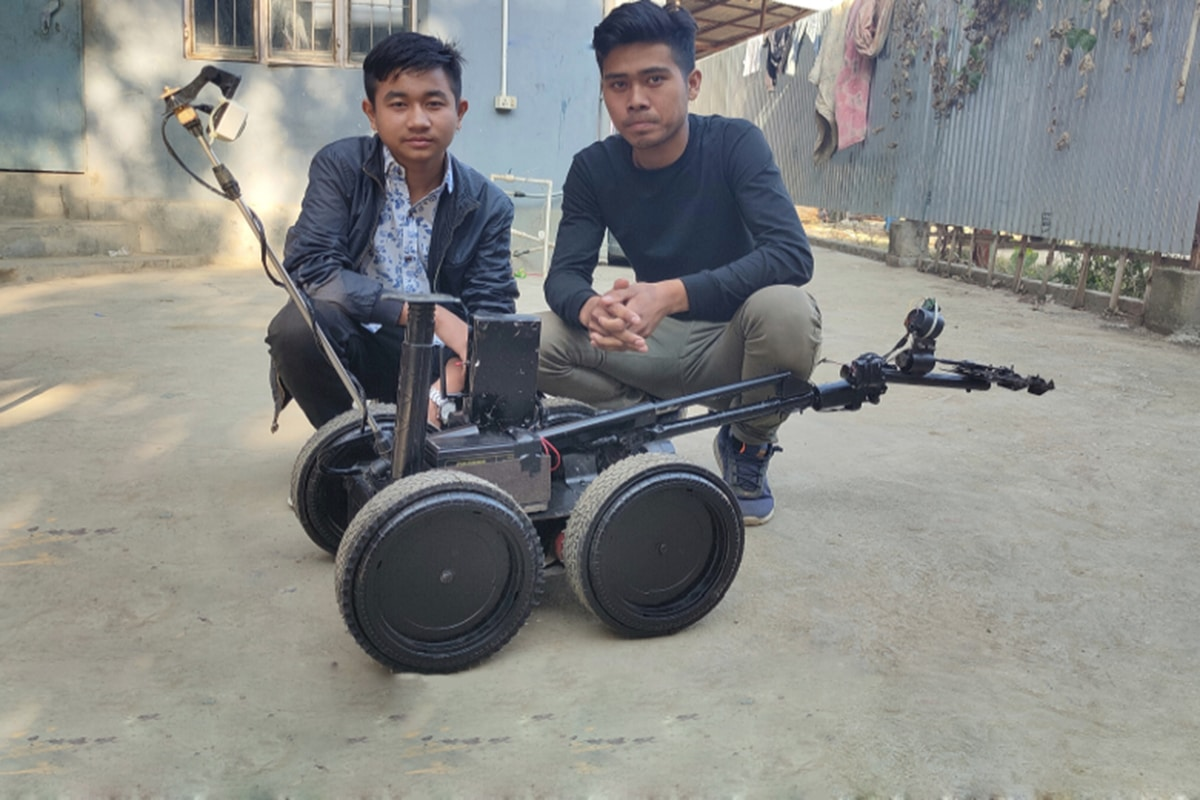 Two young robot geeks developed a bomb detector robot