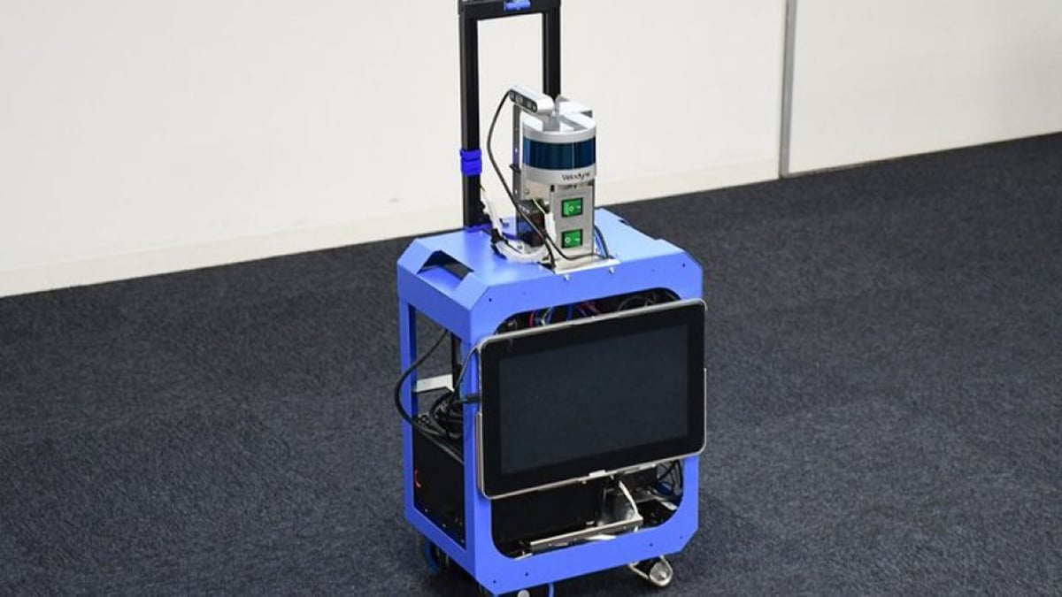 Smart suitcase could help visually-impaired people to travel safely
