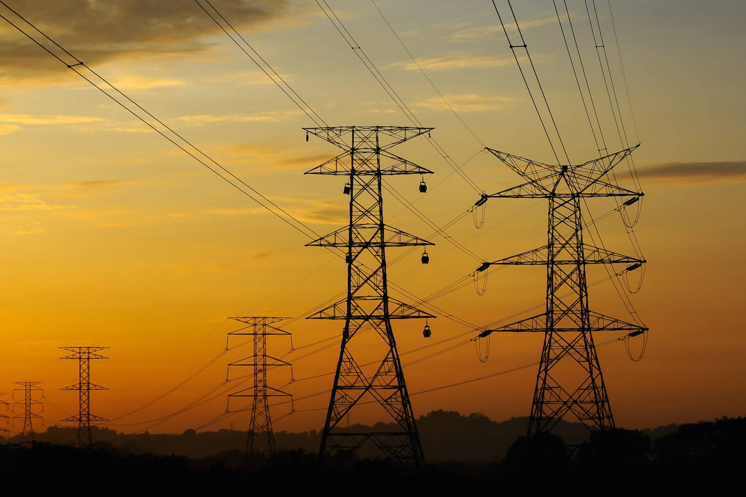 hight resolution of electrical power lines in the sunset