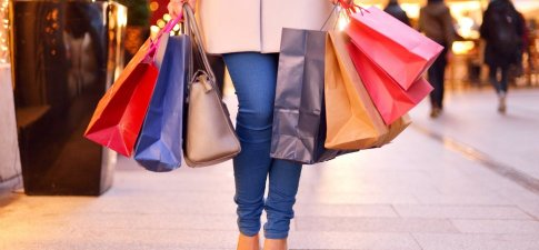 U.S. Consumers Start Holiday Shopping. Nearly Half of U.S. Consumers Have Already Started Holiday Shopping RetailMeNot survey reveals shopping trends for 2017 that can help business owners boost holiday sales.
