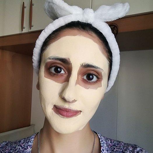 Concetta Oliva Con una maschera viso