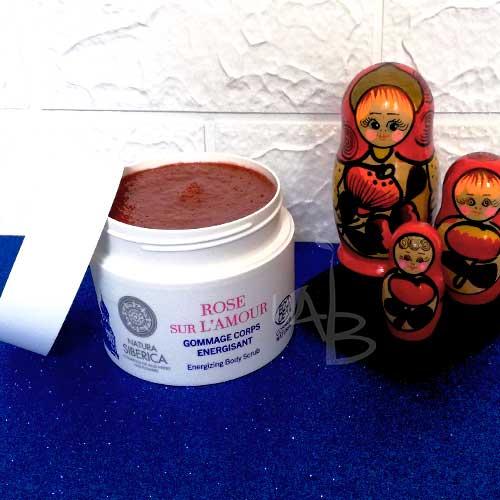 Packaging primario scrub corpo alla rosa di Natura Siberica.