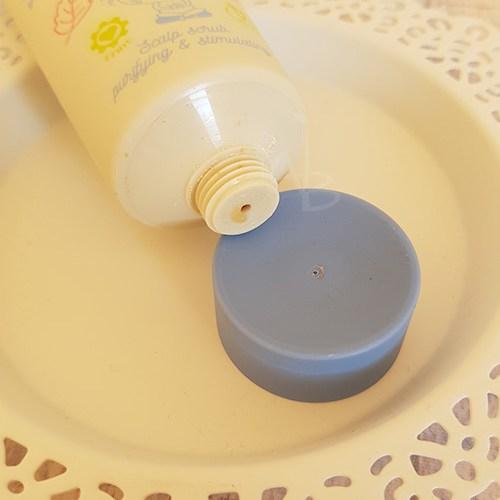 Dettaglio packaging primario scrub La Saponaria