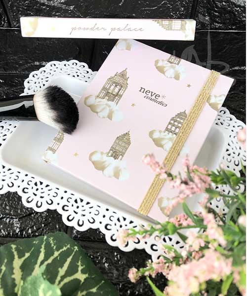 Packaging primario e secondario della Powder Palace di Neve Cosmetics