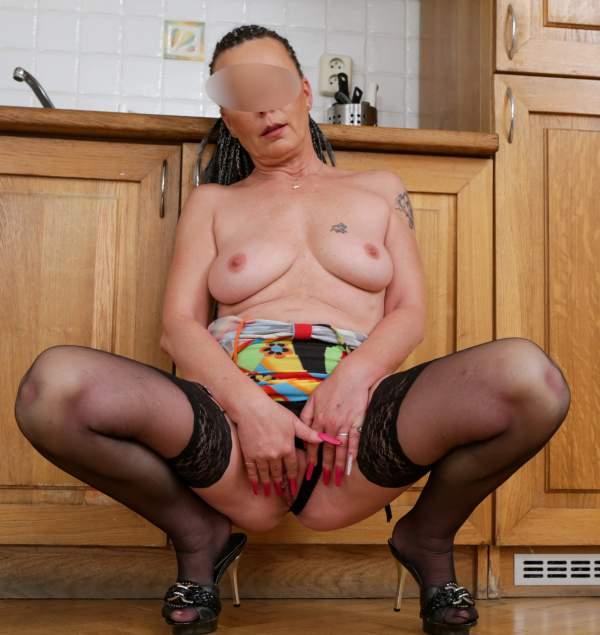 Bakeca incontri Firenze, casalinga porca cerca sesso foto tre