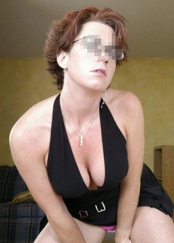 Milf porca per sesso di gruppo a Genova foto quattro