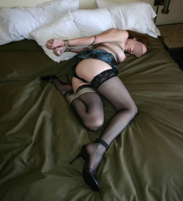 Annunci BDSM, milf slave di Campobasso cerca master foto tre