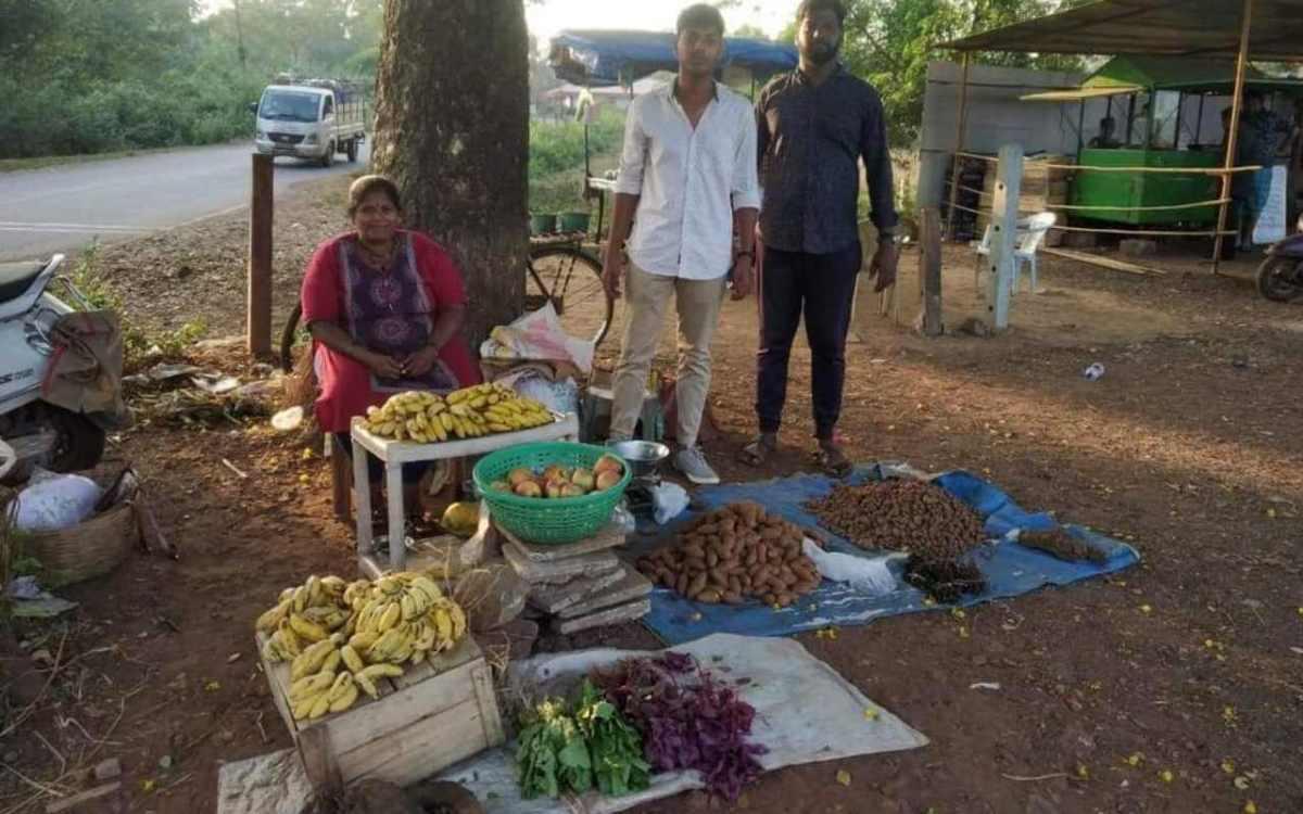 Local Goans Selling Along Roadside 2