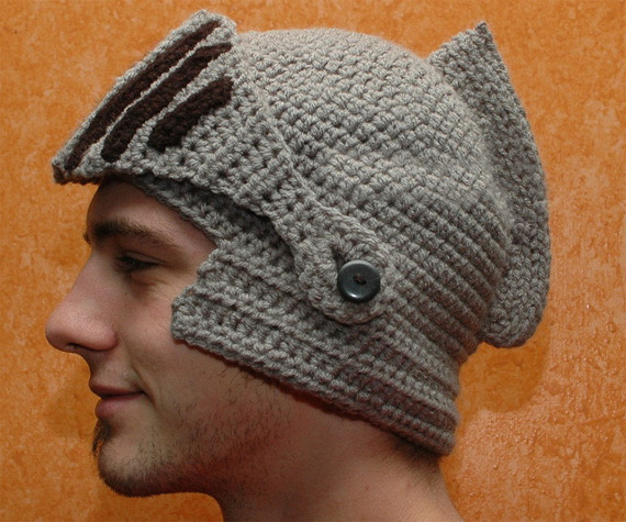 https://i0.wp.com/www.incrediblethings.com/wp-content/uploads/2012/11/crocheted-knights-helmet-1.jpg