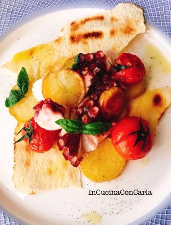 Polipo patate pomodorini al forno e pane carasau
