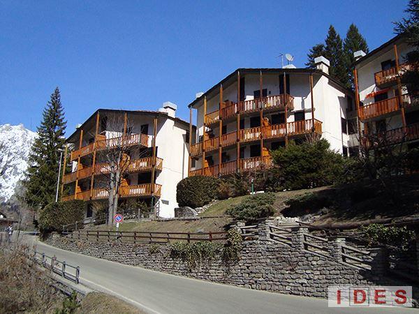 "Complesso residenziale ""Le Quattro Grolle"" - Courmayeur (Aosta)"