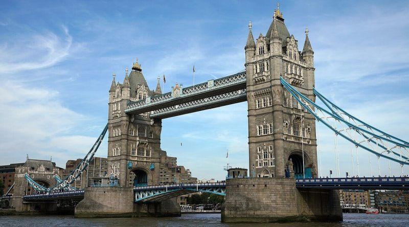 Tower bridge é uma das atrações gratuitas em Londres - Atravessá-la e admirar não custa nada!