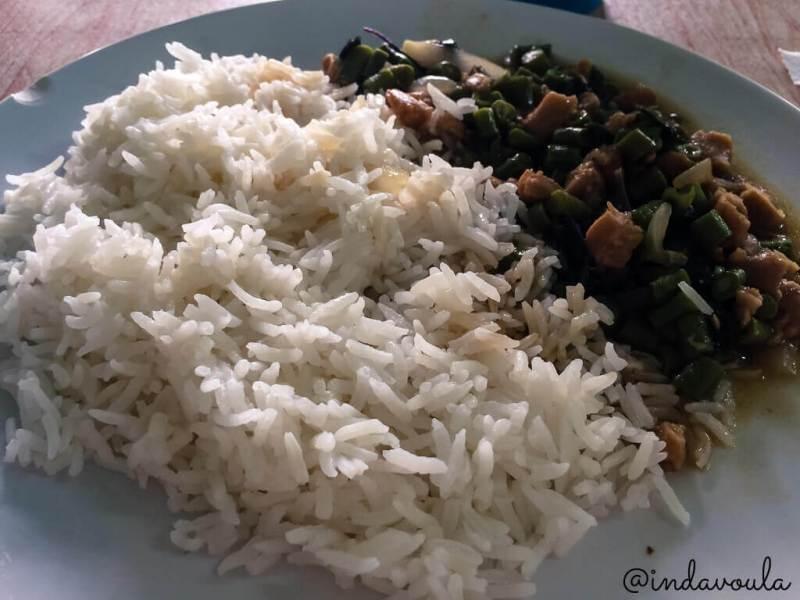 alimentação vegetariana no curso de meditação na tailândia