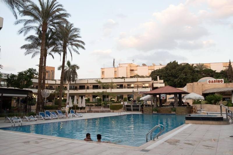 Área da piscina do Le passage Cairo