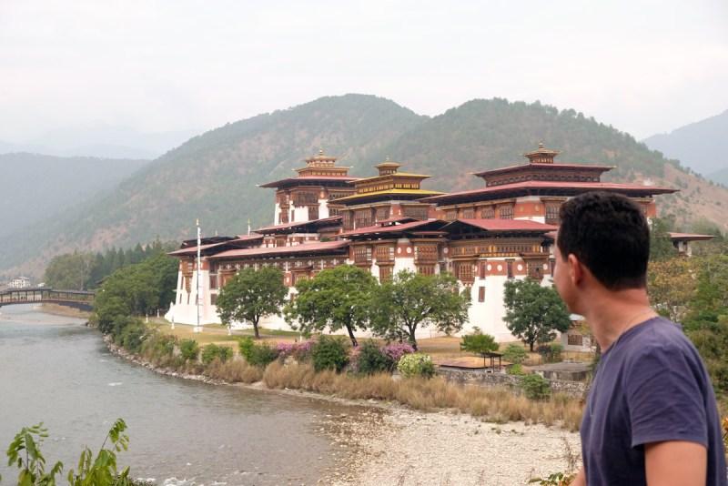 Dzhong, um prédio metade governo metade templo