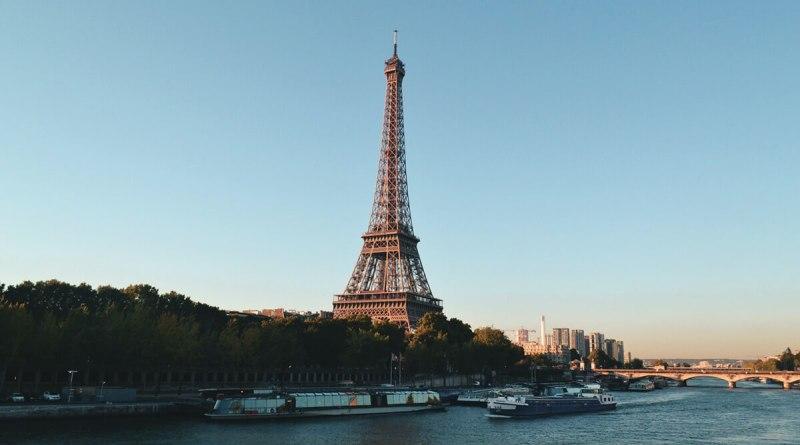 Torre Eiffel - Uma das principais atrações turísticas de Paris