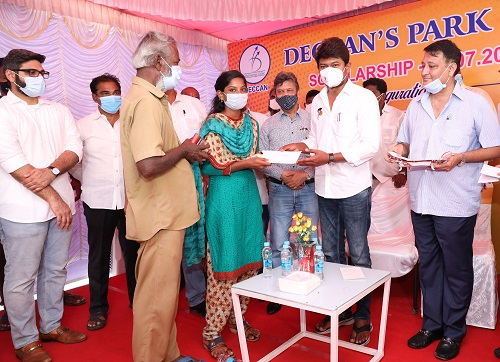 Shri. Udhayanidhi Stalin, MLA Handed Over Deccan's Park Education Scholarships