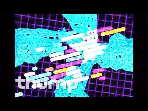 Com Truise houdt de herinnering aan de Commodore 64 levendig met zijn nieuwe videoclip Subsonic