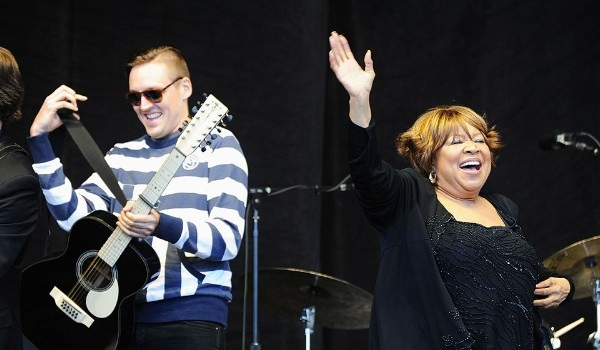 mavis staples -arcade-fire-i-give-you-power