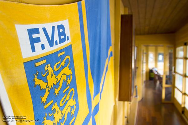 Een vlag van de Friesche voetbalbond mag natuurlijk ook niet ontbreken