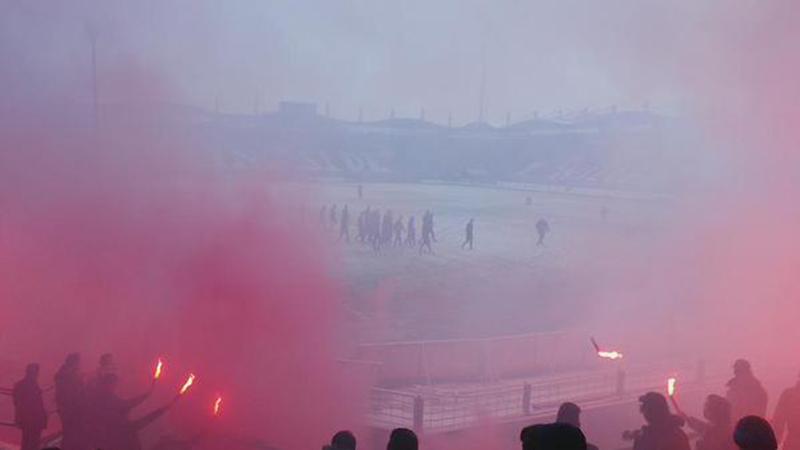 Een kleine 25 kilometer verderop trekken de Willem II fans ook alles uit de kast...