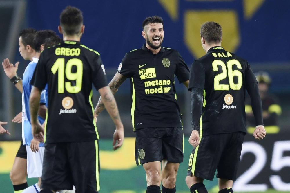 Het uitshirt van Hellas Verona doet in niets meer denken aan de traditionele clubkleuren