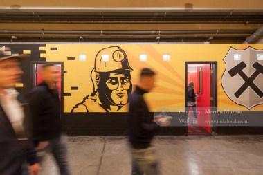 Prachtige muurschilderingen onder de West Side van Roda JC