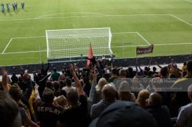 Het bestuur maant de fanatieke Roda JC fans tot rust, anders staakt Nijhuis de wedstrijd