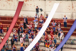 De fanatieke fans van Caxias in actie (Caxias - Panambi)