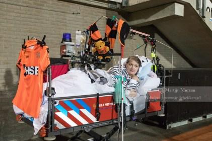 Deze mevrouw is er, ondanks diverse serieuze handicaps, bij om FC Volendam te steunen