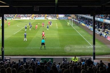 Wedstrijdmoment van Southend United FC - Chesterfield FC, gezien vanaf de West Stand