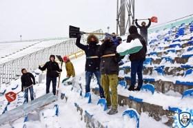 Sneeuwschuivers halen en de schouders eronder. Foto afkomstig van http://wbc.kiev.ua/
