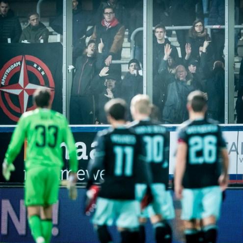 De meegereisde Ajax fans zijn een beetje pissig. Foto: Pro Shots / Ronald Bonestroo