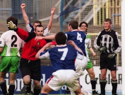 Jimmy Glass scoort in de laatste minuut voor Carlisle United