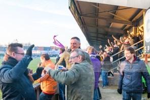 De fans van Beerschot-Wilrijk vieren dit massaal