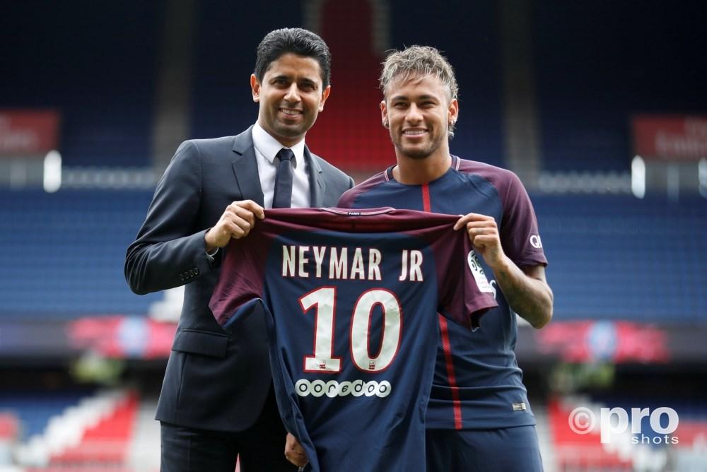 Neymar tekent voor PSG