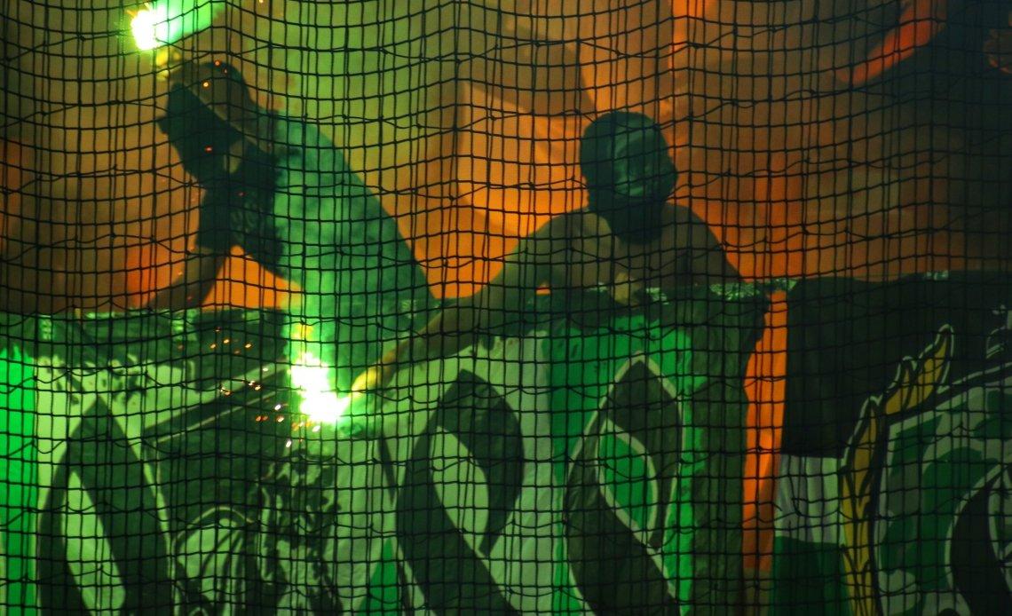 Ultras Olimpija Ljubljana met vuurwerk