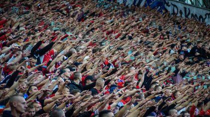 Juichende Wisla Krakau supporters