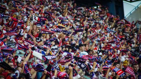 Wisla Krakau supporters met hun sjaals