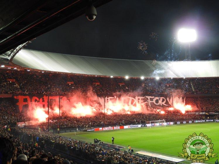 Feyenoord supporters met pyro (vuurwerk) op de tribunes tegen Young Boys