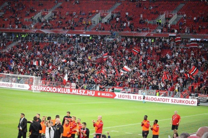 Supporters van Honvéd (via ultras-tifo),